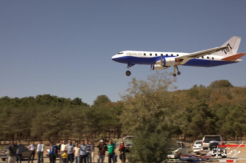 فیلم پرواز مدل بوئینگ ۷۸۷ (همایش علاقه مندان ساخت و پرواز)