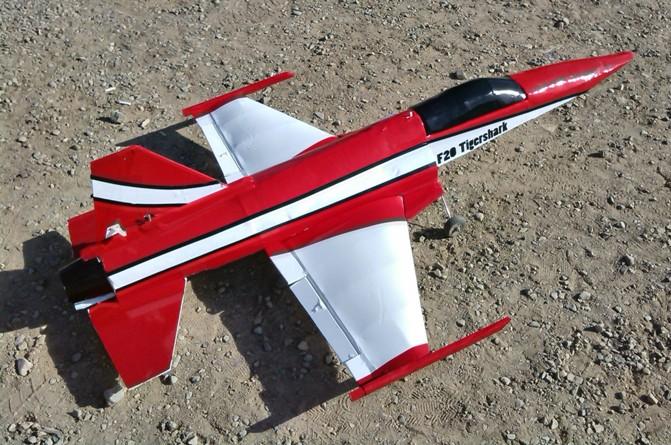 فیلم پرواز مدل جنگنده F۲۰ – فیلم و عکس (همایش علاقه مندان ساخت و پرواز)